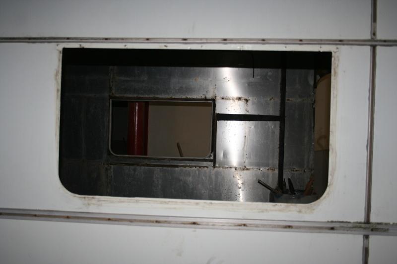RESTAURATION DUNE CARAVANE TYPE MOBIL HOME THEILLAY 650 LOFT VINTAGE - Page 4 A_trie11