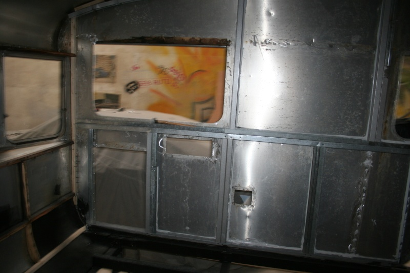 RESTAURATION DUNE CARAVANE TYPE MOBIL HOME THEILLAY 650 LOFT VINTAGE - Page 4 Bdjslm16