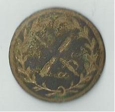 un bouton plat a identifier svp -  couronne de laurier entourant un sabre et un canon (?) entrecroisé A_id13