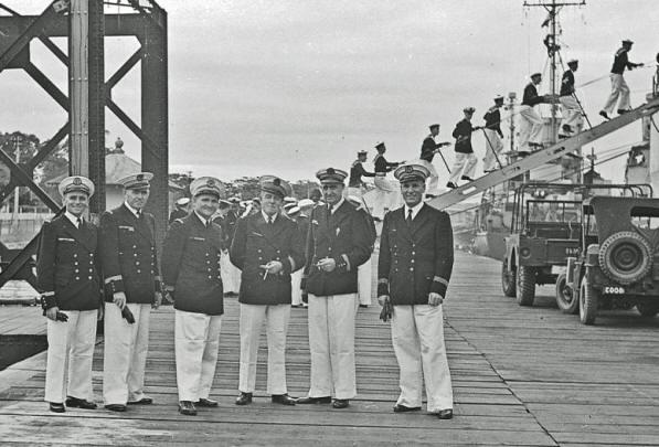 [Les traditions dans la Marine] Tenue dans la Marine- Tome 02 - Page 4 Vulcai12