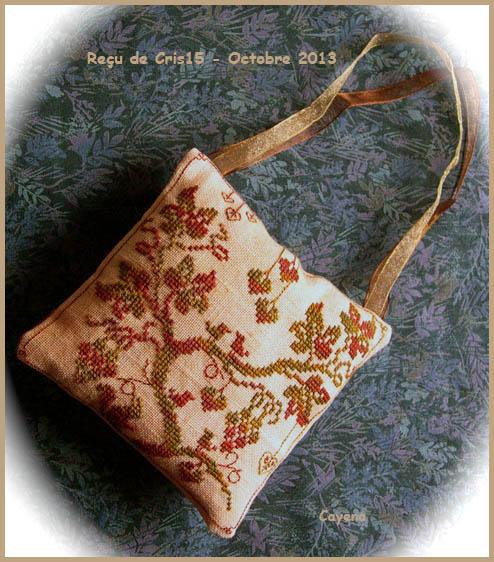 Echange d'automne : un coussinet brodé en soie  **PHOTOS** 2013-o11