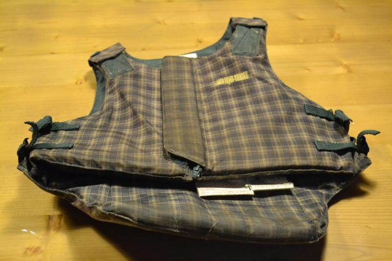 equipements equitation enfants : pantalon - bombe - gant - gilet... Dsc_0717
