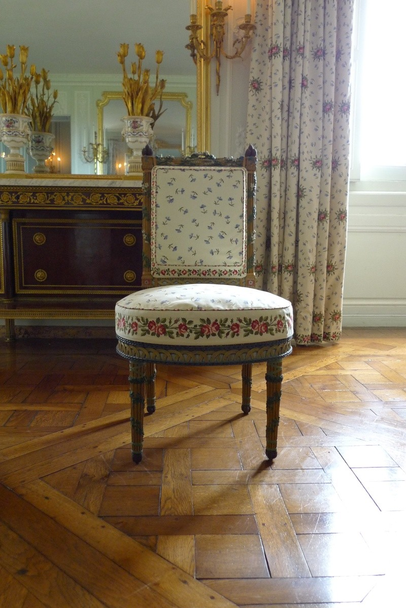 Trianon - La visite du Petit Trianon: La chambre de la Reine P1030212