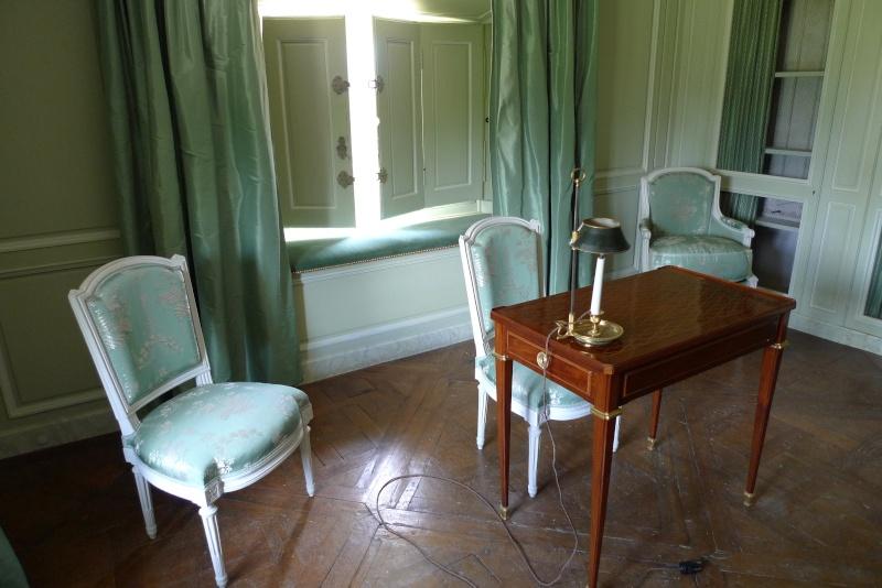 bibliothèque - La visite du Petit Trianon: Bibliothèque P1040311