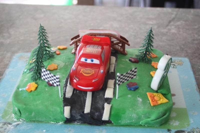 Cars quatre roues : Flash McQueen et ses amis - Page 7 Img_8412