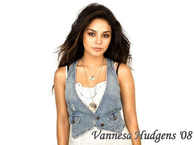 Vanessa Ann Hudgens Vannes10