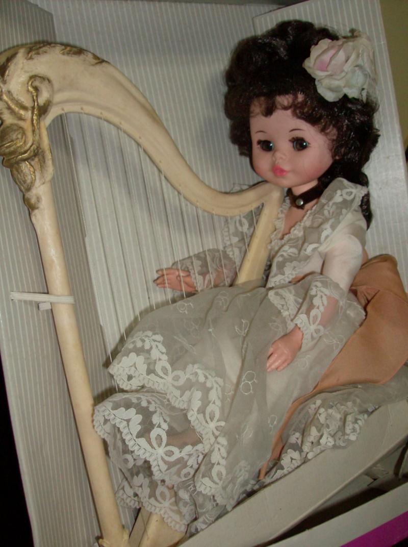 Bambole FURGA Isabella e l'arpa, e Lady Dasy anno 1978 Hpim5225