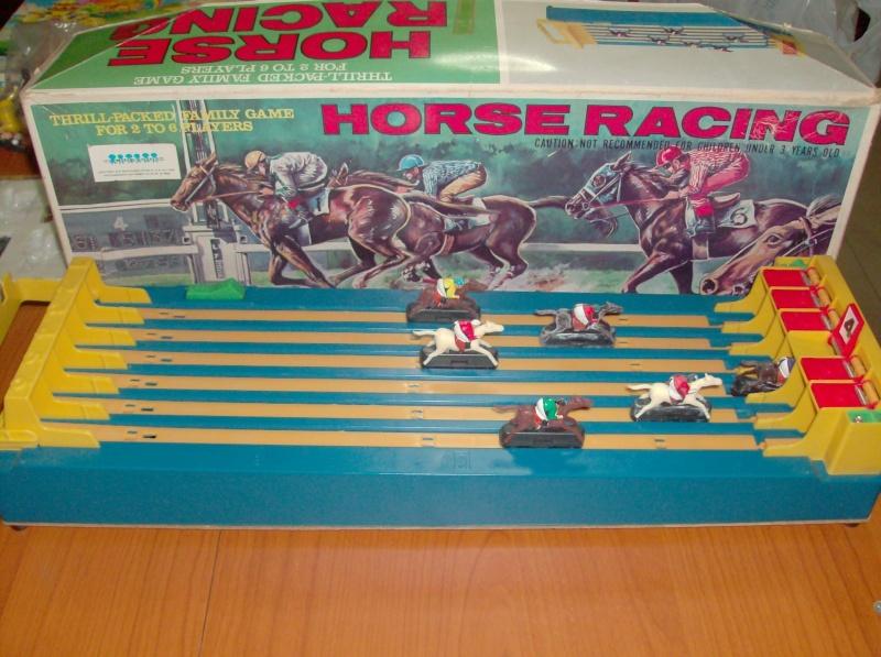 Giocattoli vecchi anni 50 60 70 Horse Racing 1979 corsa di cavalli usata ma funzionante  Hpim5410