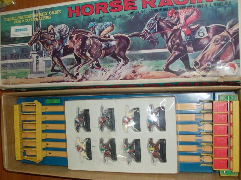 Giocattoli vecchi anni 50 60 70 Horse Racing 1979 corsa di cavalli usata ma funzionante  Hpim5411