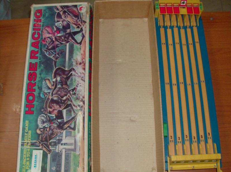 Giocattoli vecchi anni 50 60 70 Horse Racing 1979 corsa di cavalli usata ma funzionante  Hpim5412