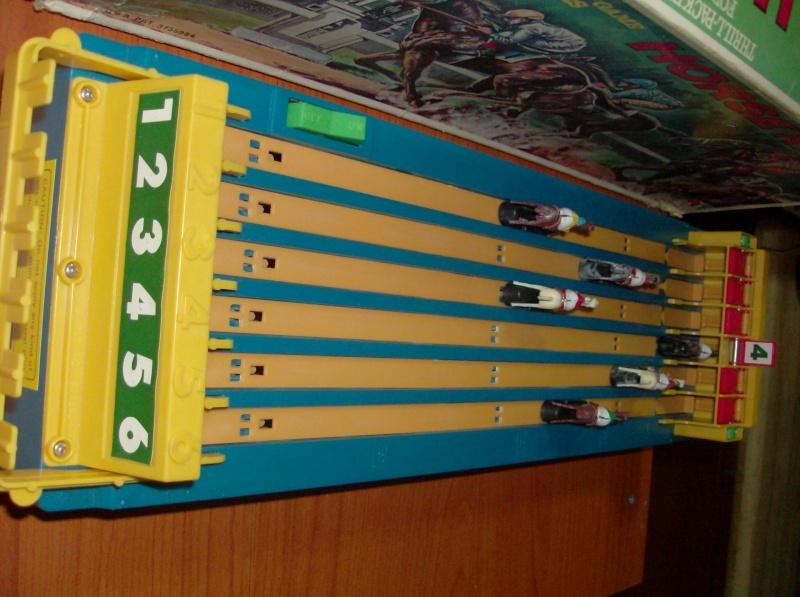 Giocattoli vecchi anni 50 60 70 Horse Racing 1979 corsa di cavalli usata ma funzionante  Hpim5413
