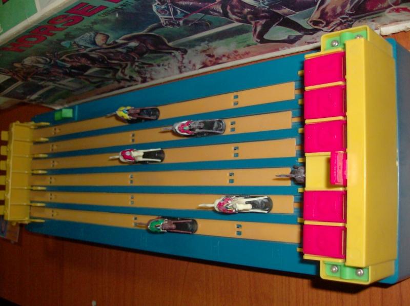 Giocattoli vecchi anni 50 60 70 Horse Racing 1979 corsa di cavalli usata ma funzionante  Hpim5414