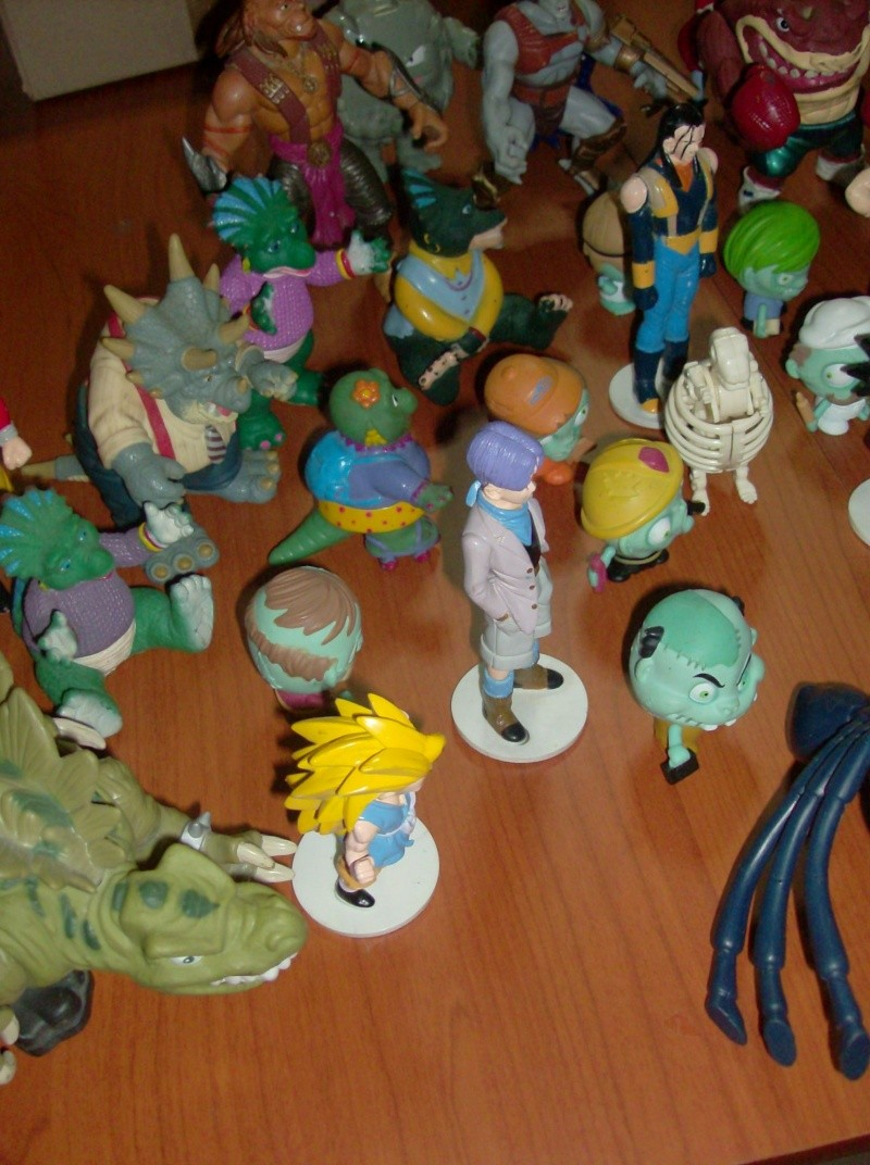 Lotto di oltre 40 Action figure varie anni 80 90 , Dragon Ball , Street Shark Dinosauri Dinosaurs Sinclair Disney ecc ecc ecc Hpim5749
