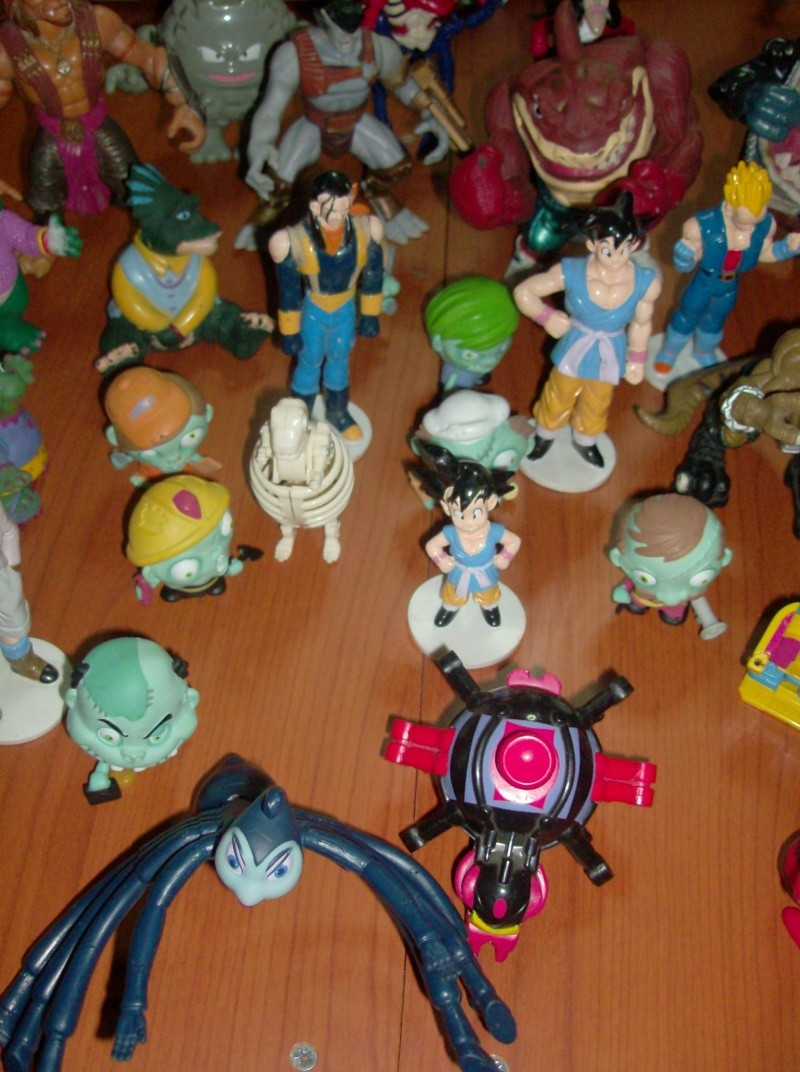 Lotto di oltre 40 Action figure varie anni 80 90 , Dragon Ball , Street Shark Dinosauri Dinosaurs Sinclair Disney ecc ecc ecc Hpim5750