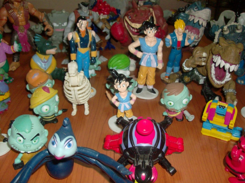 Lotto di oltre 40 Action figure varie anni 80 90 , Dragon Ball , Street Shark Dinosauri Dinosaurs Sinclair Disney ecc ecc ecc Hpim5755
