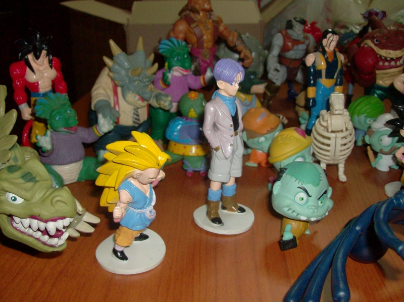 Lotto di oltre 40 Action figure varie anni 80 90 , Dragon Ball , Street Shark Dinosauri Dinosaurs Sinclair Disney ecc ecc ecc Hpim5756