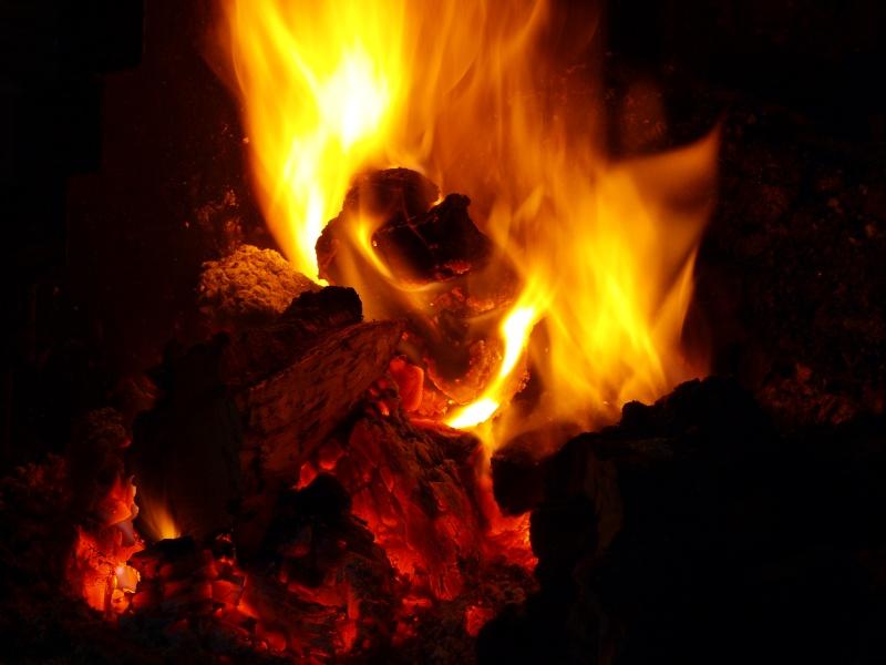 Le feu !!!!! (de cheminée) Pc302712