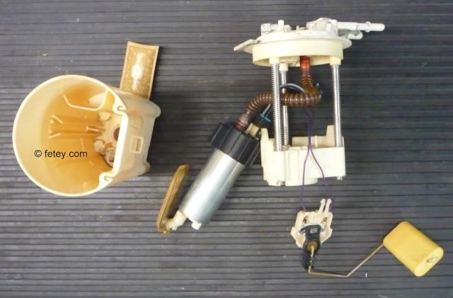 Pompe à essence d'une Venture démontée 14_sep12
