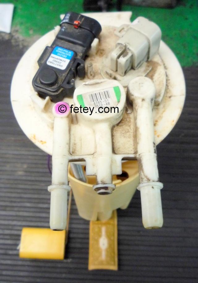 Pompe à essence d'une Venture démontée P1080310