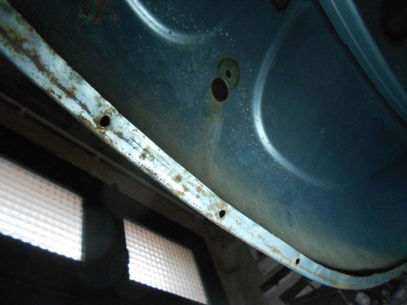 Montage Joint de capot avant 1302 Marath15