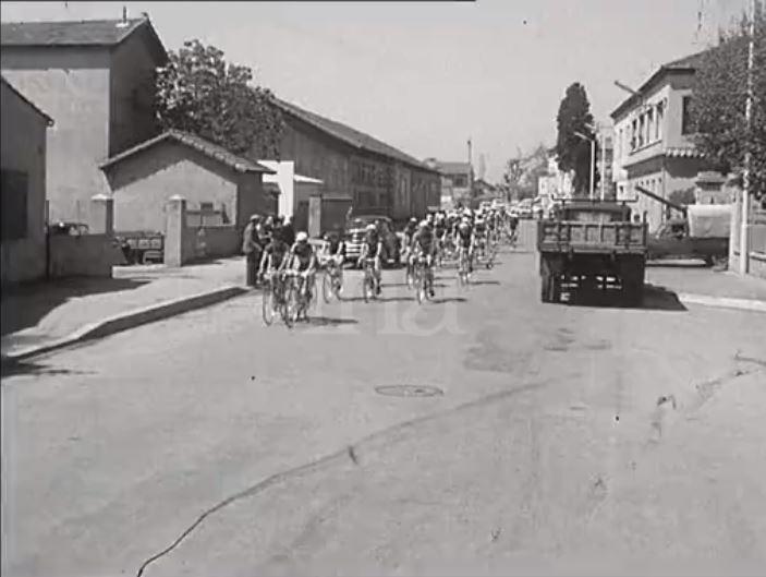 En 1959 - DEPART du Tour du Sud à partir du centre-ville de FREJUS 1959-d19
