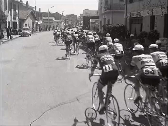 En 1959 - DEPART du Tour du Sud à partir du centre-ville de FREJUS 1959-d20