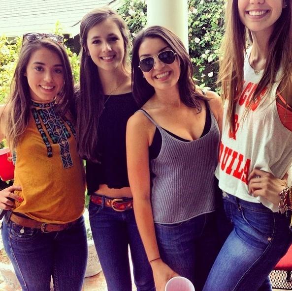 Chỉ những cô gái chân dài mới hiểu  C13-4910