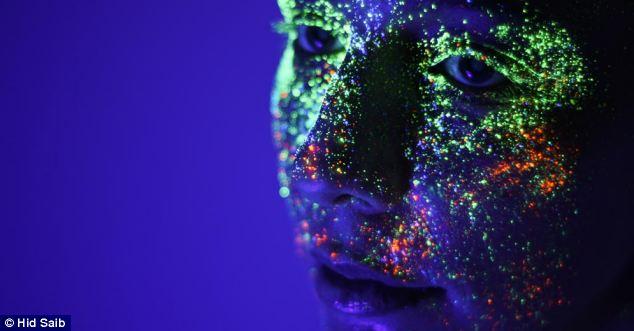 Những bức ảnh đẹp kỳ ảo dưới đèn cực tím Nhung_13