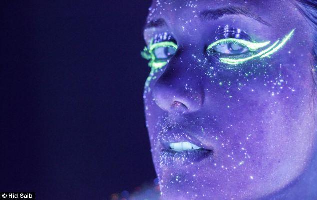 Những bức ảnh đẹp kỳ ảo dưới đèn cực tím Nhung_18