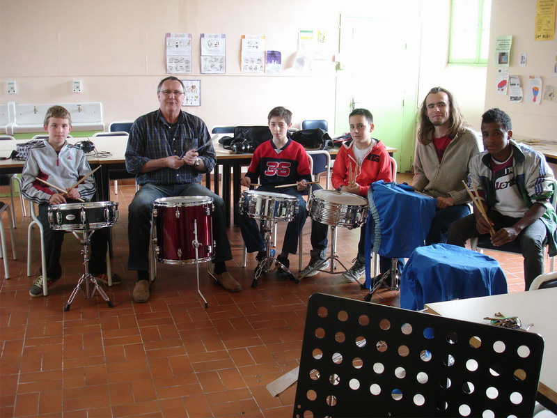 Ecole de musique - Gérard Macé a invité ses éléves à un après-midi batterie Dsc00310