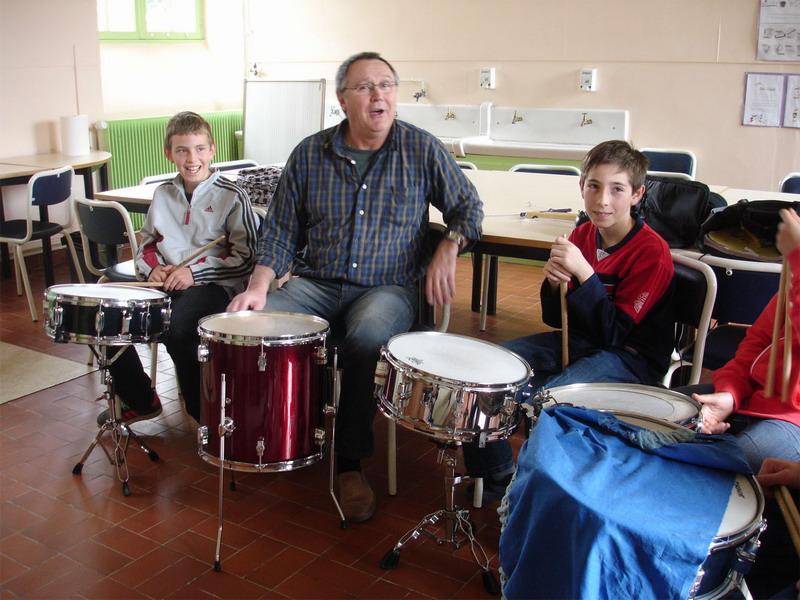 Ecole de musique - Gérard Macé a invité ses éléves à un après-midi batterie Dsc00312