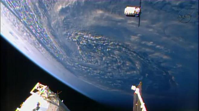 La capsule Cygnus se désintègre comme prévu, avec 2 tonnes de déchets Cygnus10