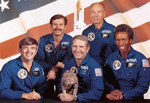 Décès de l'astronaute Dale Gardner (1948 - 2014) Sts8fu10