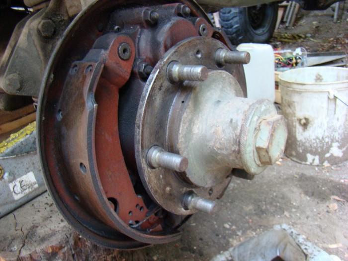 les cylindres de brake du 401 sont tu les mêmes que pour les 404 ? Frein_10