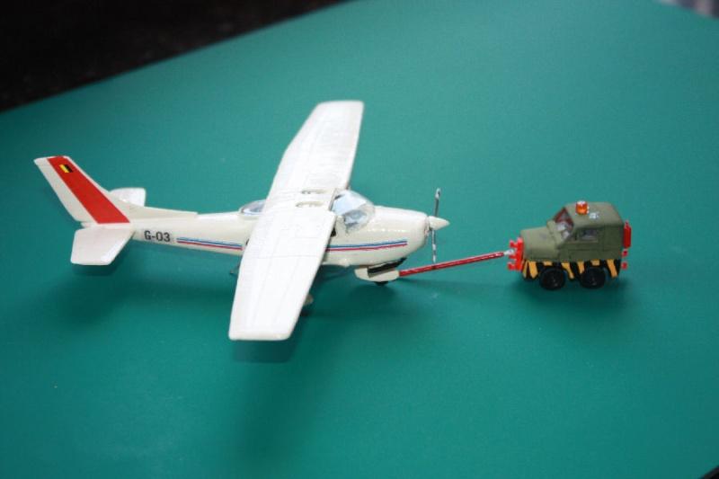 [Omega Models] Cessna 182 Tracte10