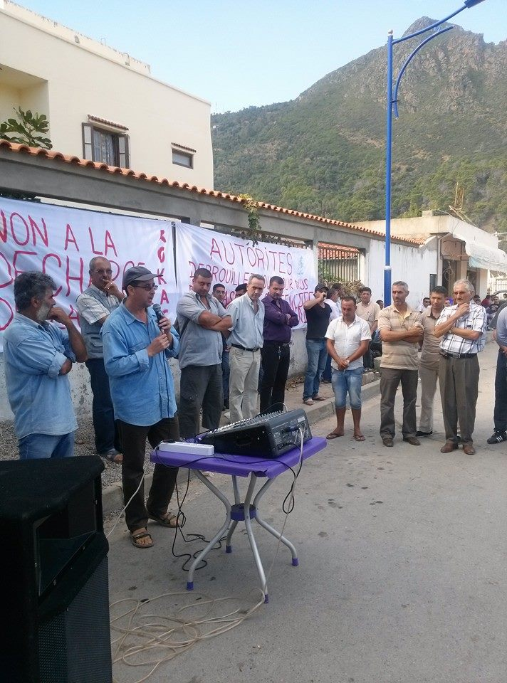 débat public  autour de la décharge de honte d'Aokas  Le Samedi 26 octobre 2013  13959211