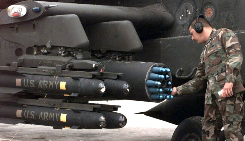 La Chine s'empare d'un hélicoptère américain Apache Ah-64-10