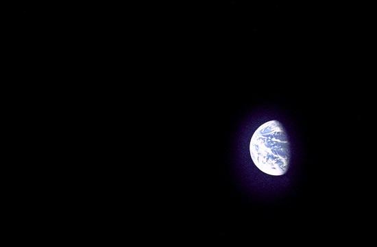 La Terre est-elle prise dans un anneau de mystérieuse matière noire ? Gpn-2010