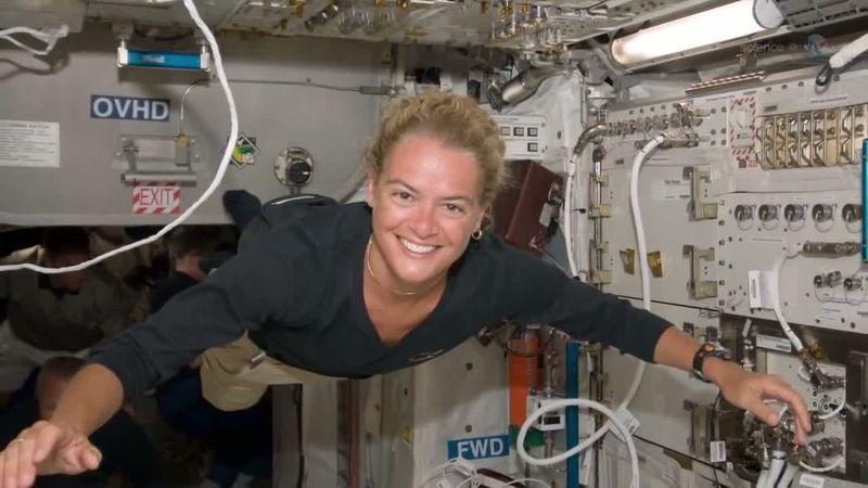 Julie Payette - Astronaute canadienne Julie_10