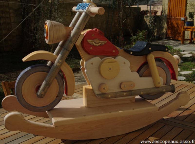 Pas à pas] Une moto à bascule