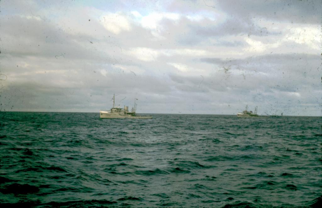 [ Recherches de camarades ] Recherche camarades qui ont navigué pour le remorquage du dock flottant en 1964 de Toulon à Tahiti 5-21-213