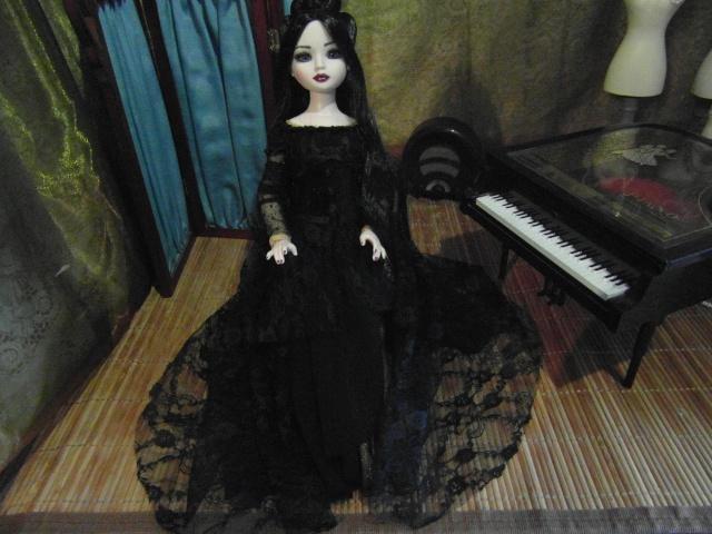 THEME DU MOIS DE NOVEMBRE 2013 : Ellowyne et sa petite robe noire Sam_7422