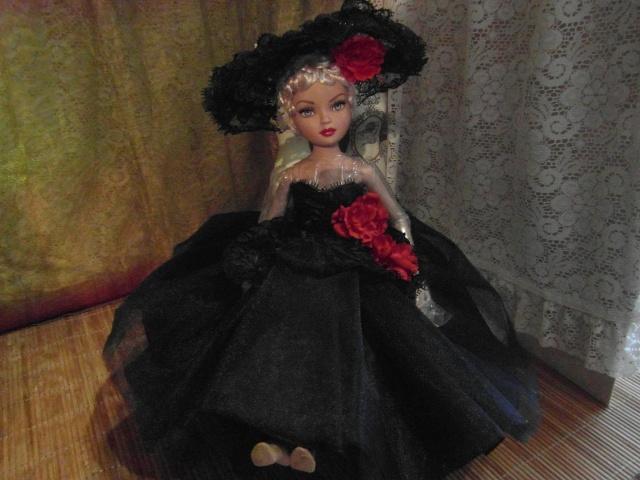 THEME DU MOIS DE NOVEMBRE 2013 : Ellowyne et sa petite robe noire Sam_7423