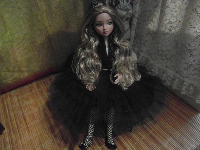 THEME DU MOIS DE NOVEMBRE 2013 : Ellowyne et sa petite robe noire Sam_7424