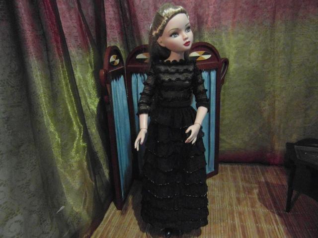 THEME DU MOIS DE NOVEMBRE 2013 : Ellowyne et sa petite robe noire Sam_7425