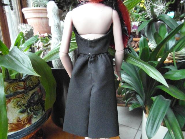 THEME DU MOIS DE NOVEMBRE 2013 : Ellowyne et sa petite robe noire Sam_7515