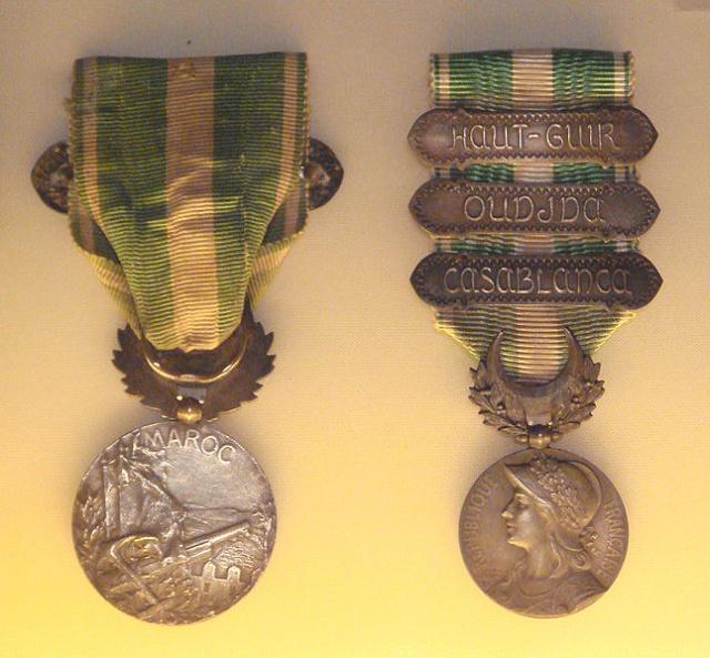 Insignes, Médailles, Ecussons Militaires et Civils - Page 16 Medail10