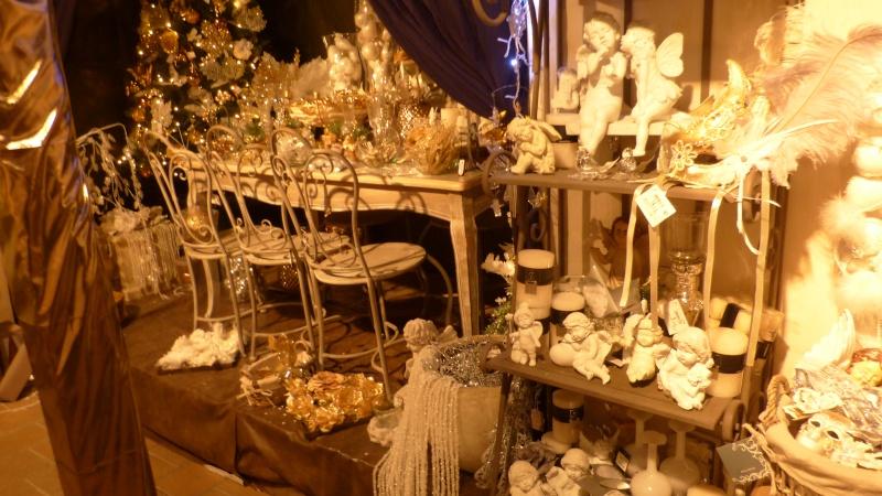 Décorations de Noël dans une jardinerie  P1190249
