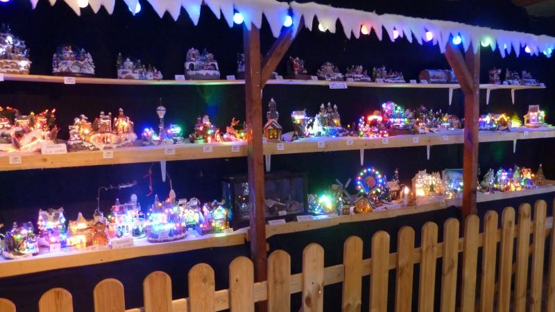 Décorations de Noël dans une jardinerie  P1190253