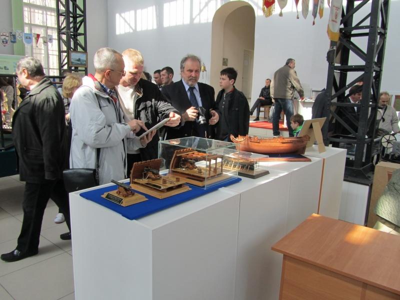 Le canon de bronze de 24 livres du Fleuron 1729, 1/24 (exposition de trois modèles) Img_3425